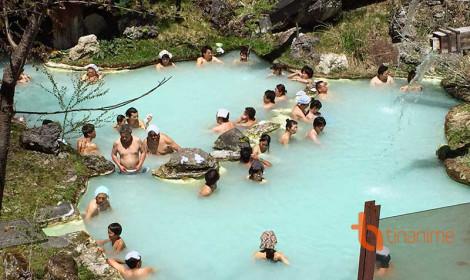 """Người Nhật thích """"Cuổng Trời"""" Tắm Suối Nước Nóng Nhưng Lại Đội Khăn Nhỏ Trên Đầu"""