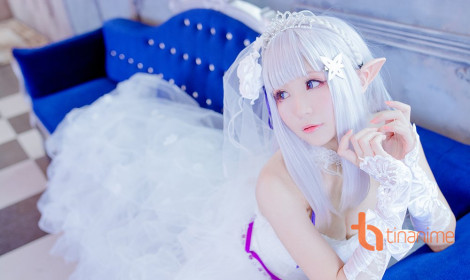 Emilia xinh như mộng trong váy cưới tinh khôi!