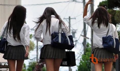 Vì sao nữ sinh Nhật vẫn mặc váy siêu ngắn vào mùa đông lạnh giá?