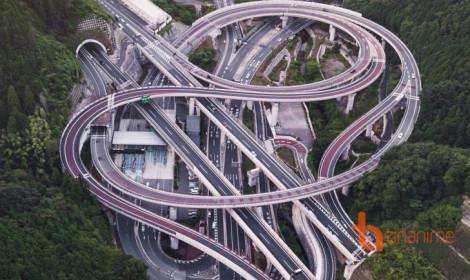Chóng mặt với đường cao tốc Nhật Bản nhìn từ trên cao!