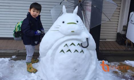 Khi tuyết rơi dày đặc, người ta xây người tuyết, còn người Nhật xây gì?