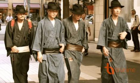 Có một nhóm samurai chuyên đi... nhặt rác