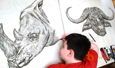 Thần đồng 15 tuổi vẽ tranh bằng trí nhớ