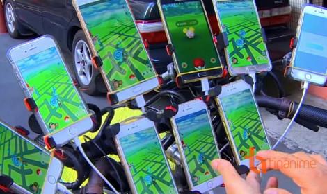 Ông lão 70 tuổi trở thành bậc thầy bắt Pokémon với 11 chiếc smartphone