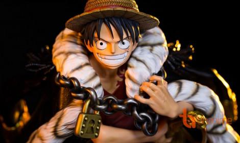 Figure Luffy với chiều cao 50cm lấy cảm hứng từ bìa DVD đầu tiên