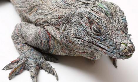 Tuyệt tác điêu khắc được tạo từ... giấy báo